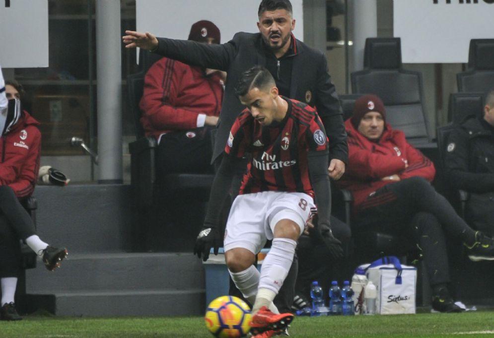 Lo spagnolo Suso e alle sue spalle mister Gattuso