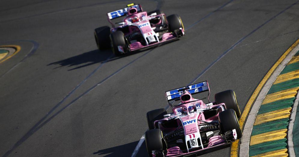 Le due Force India di Sergio Perez ed Esteban Ocon in pista durante il GP d'Australia di Formula 1
