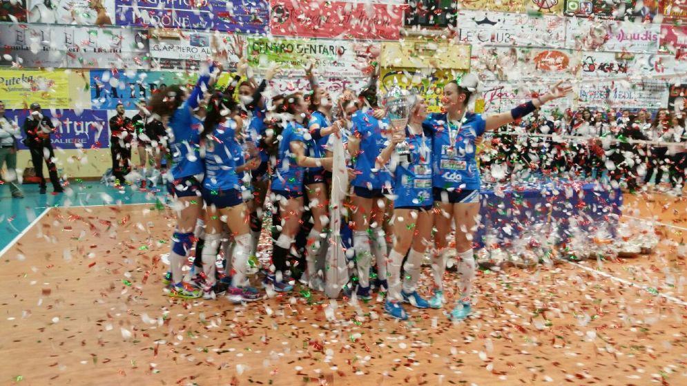 Le ragazze dell'Itas Città Fiera festeggiano la vittoria