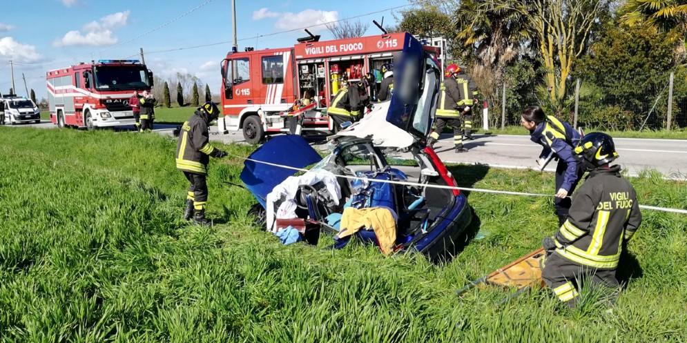 Scontro tra due auto sulla Sp 56: due feriti, uno dei quali in modo grave