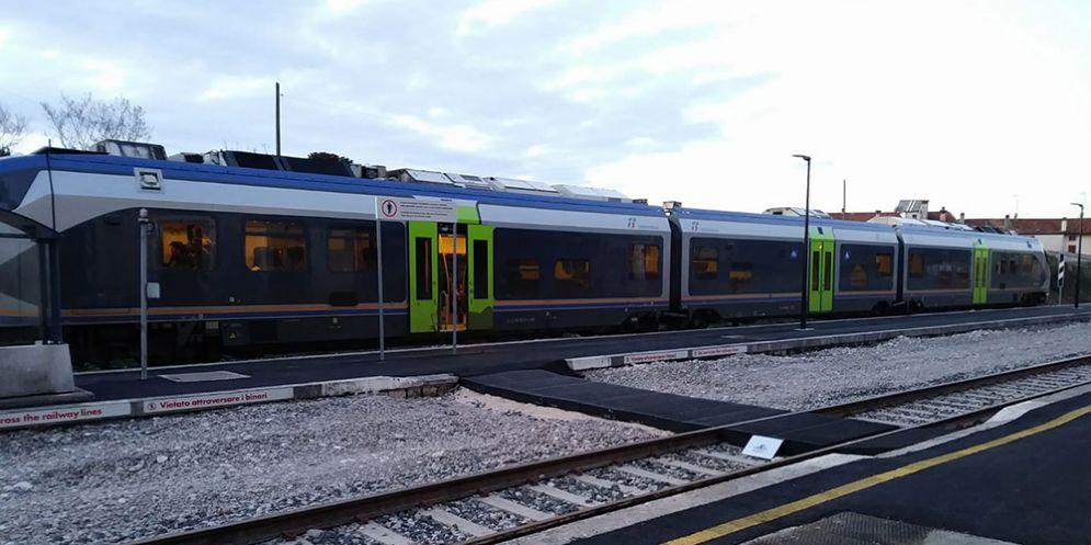 Treno fermo a Montereale Valcellina