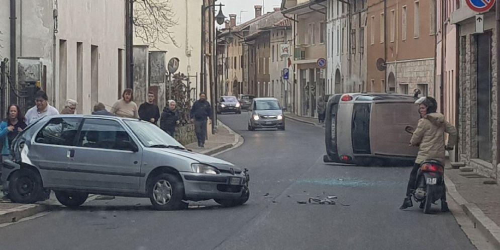 Campoformido, scontro tra due vetture a Bressa