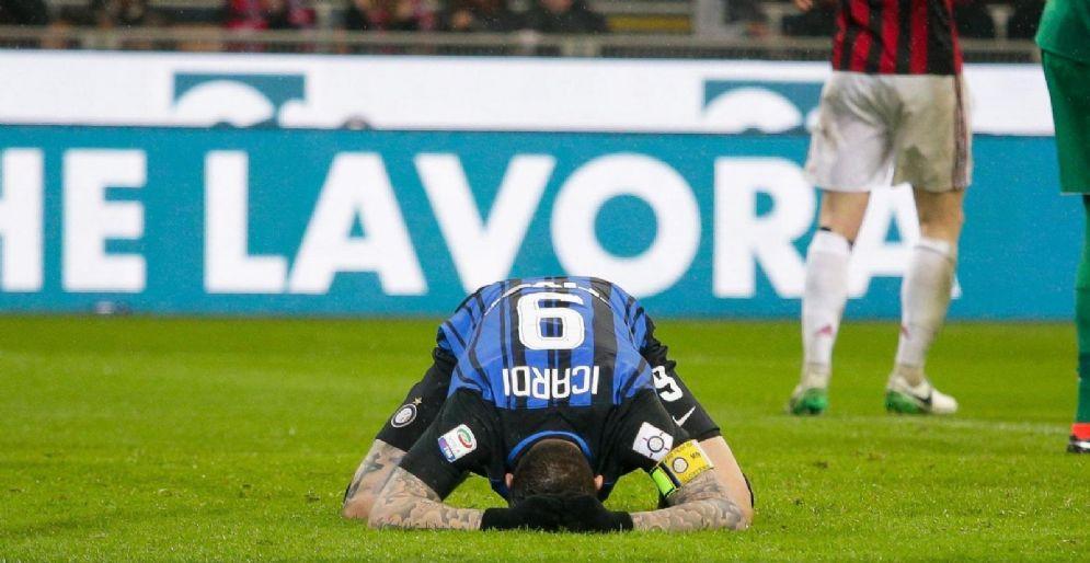 Icardi si dispera dopo uno dei gol divorati contro il Milan