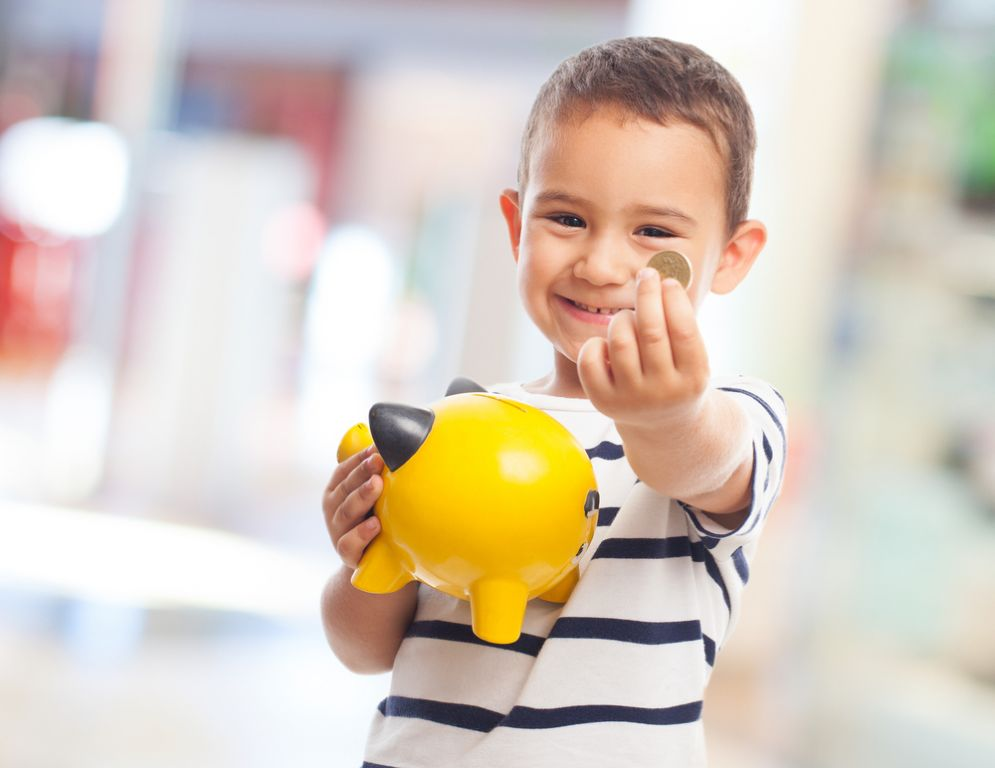 Il bambino che ha donato i suoi risparmi al medico che ha curato sua mamma