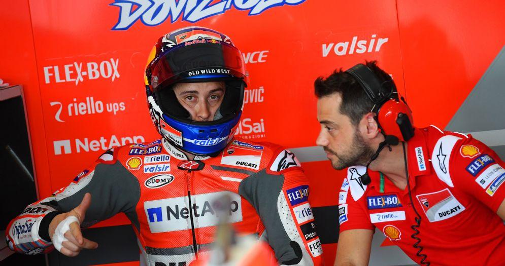 Andrea Dovizioso nei box della Ducati durante il Gran Premio d'Argentina di MotoGP