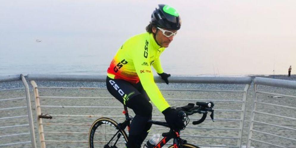 Nico Valsesia è partito da Genova Voltri
