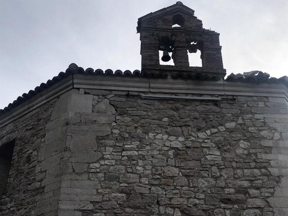 I danni causati dalla scossa di terremoto nel Maceratese alla chiesa di Santa Maria di Varano, 10 aprile 2018