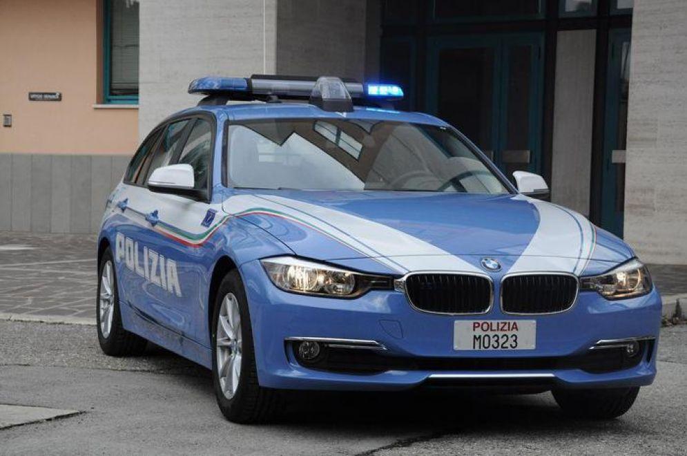 Intervenuti gli agenti della Polizia