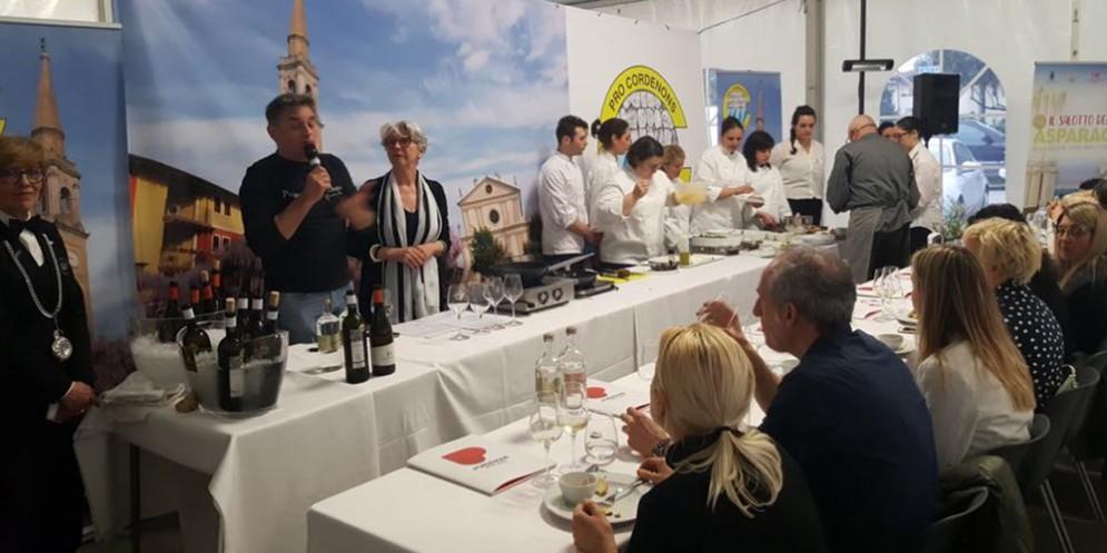 """Cordenons inaugura la prima edizione del """"Salotto dell'asparago"""""""