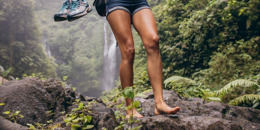 Andare scalzi per ritrovare il contatto con la natura e un nuovo concetto di relax