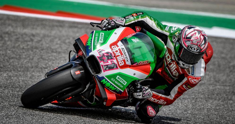 Aleix Espargaro in sella alla Aprilia durante le prove libere della MotoGP ad Austin