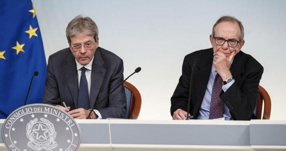 Il Premier Gentiloni, con il Ministro dell'Economia, Pier Carlo Padoan
