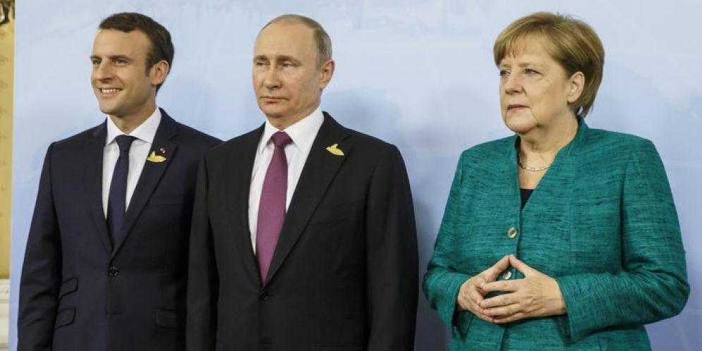 Emmanuel Macron, Vladimir Putin e Angela Merkel