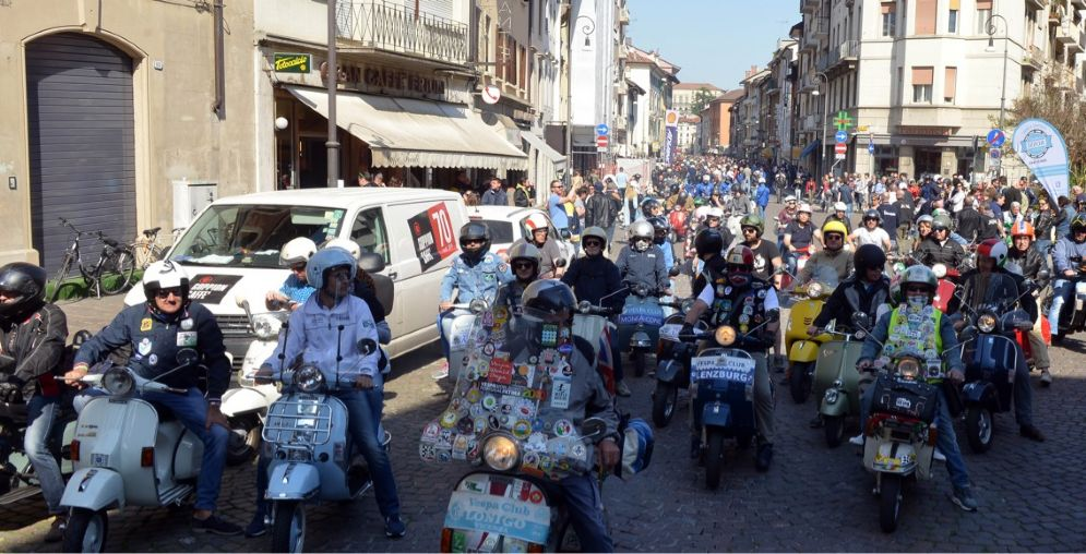 Vespa Club Udine: oltre 600 Vespa al raduno in città