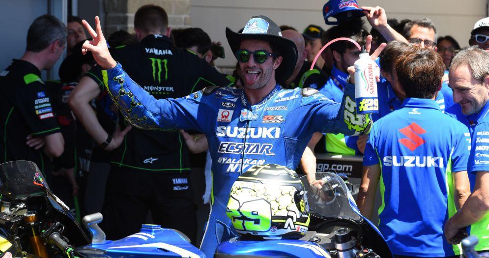 Andrea Iannone festeggia il suo primo podio con la Suzuki dopo il traguardo del GP delle Americhe di MotoGP ad Austin