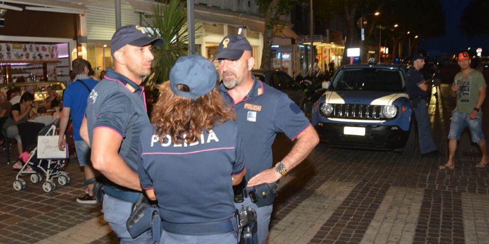 Polizia, 5 milioni per i nuovi gradi anziché per le polo degli agenti