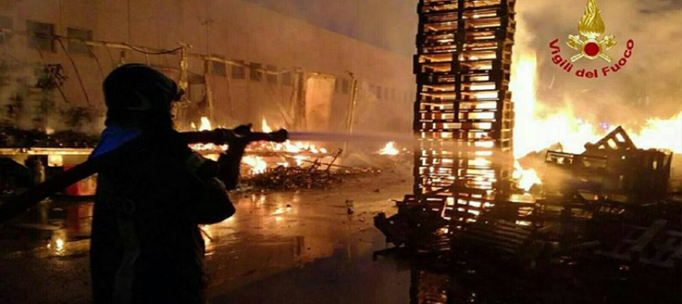 Incendio in una ditta di  Settimo Torinese