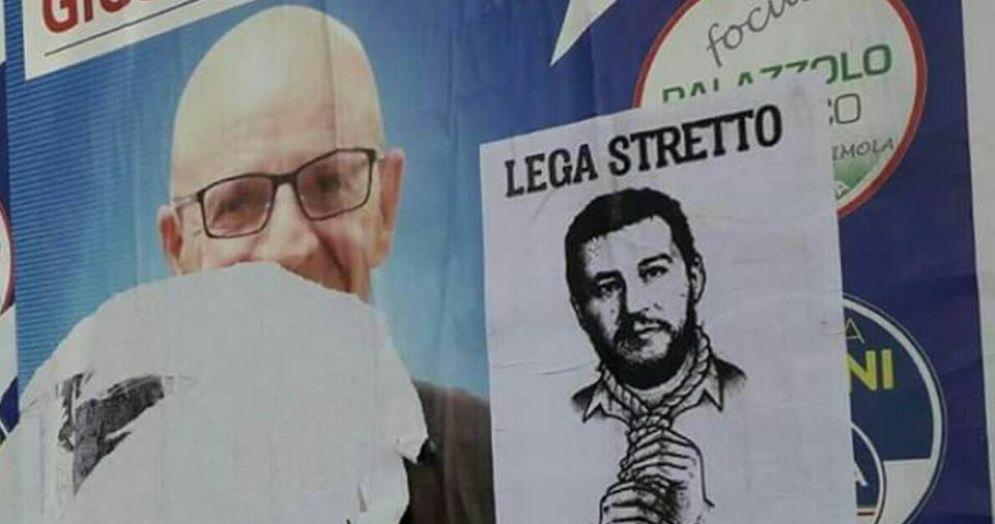 Manifesti choc a Imola: Salvini impiccato e la scritta «lega stretto»