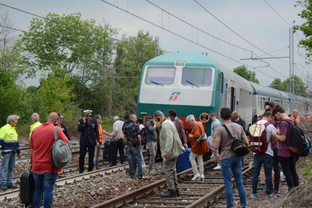 Treno deraglia sulla linea Torino-Savona