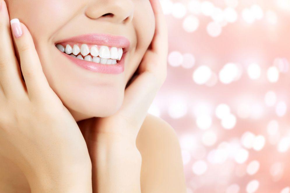 I cibi che danneggiano lo smalto dei denti