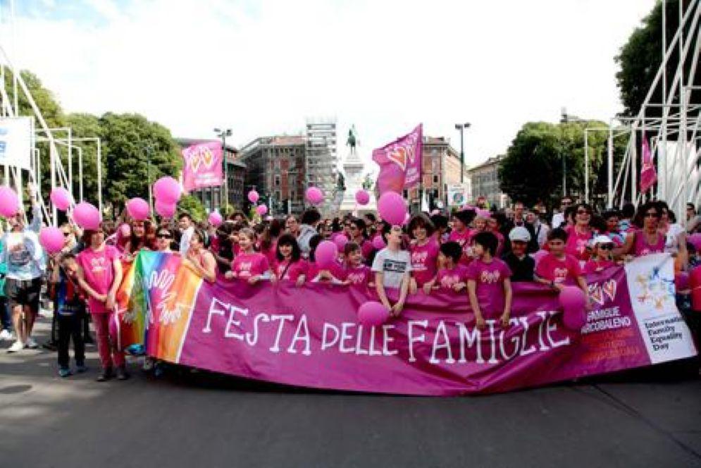 Forum delle Famiglie e Lega contro la scelta dell'asilo Chicco di Grano che ha abolito la festa del mamma e del papà