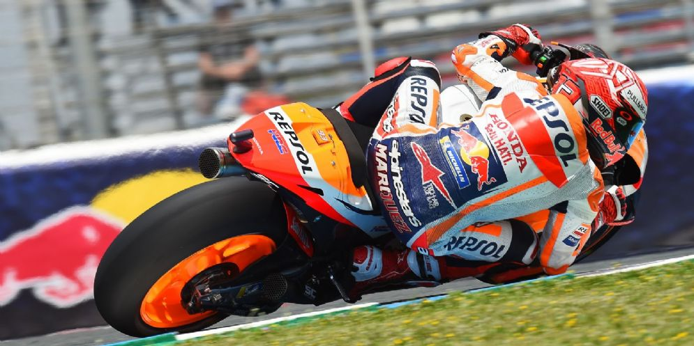 Marc Marquez in sella alla sua Honda durante le prove libere del GP di Spagna di MotoGP a Jerez