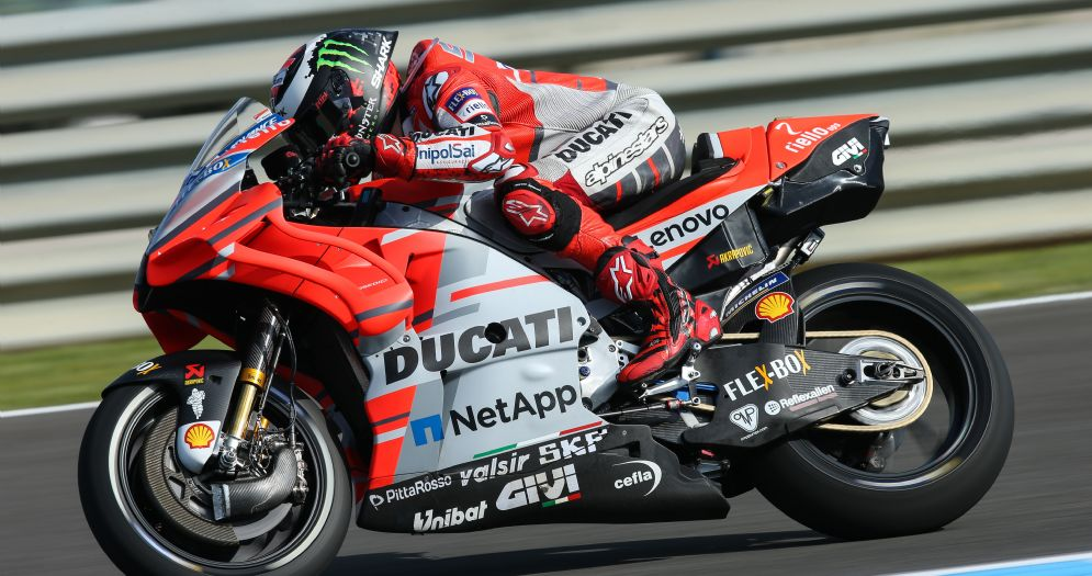 Jorge Lorenzo in sella alla sua Ducati nelle qualifiche del GP di Spagna di MotoGP a Jerez