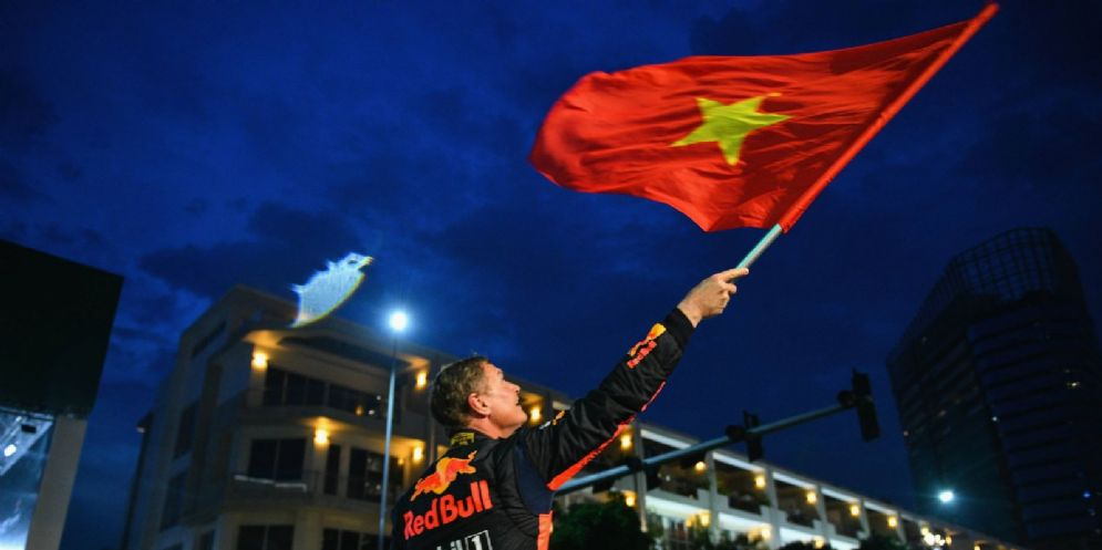 David Coulthard sventola la bandiera del Vietnam