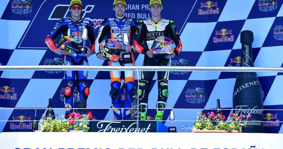 Il podio della Moto3 nel GP di Spagna: Philipp Oettl, Marco Bezzecchi e Marcos Ramirez