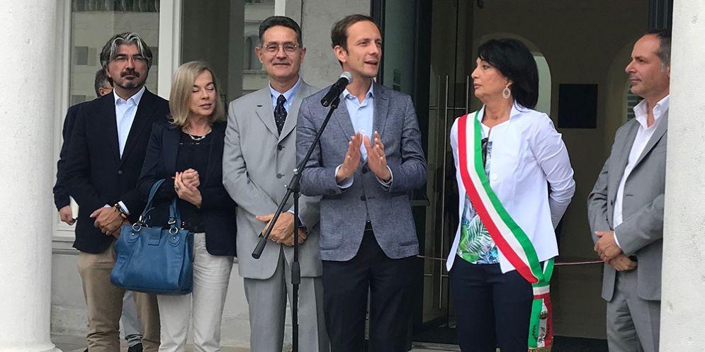 Il governatore Massimiliano Fedriga e il sindaco Anna Maria Cisint oggi alla cerimonia di inaugurazione del Municipio di Monfalcone