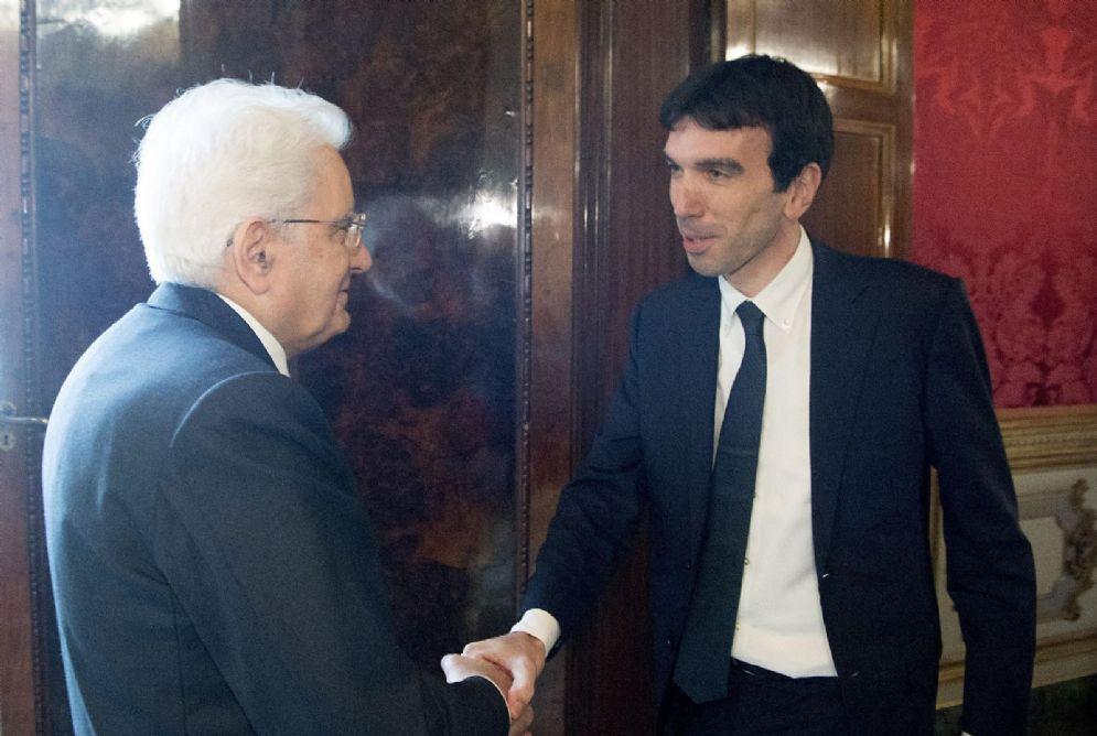 Il presidente della Repubblica Sergio Mattarella con il segretario del Pd Maurizio Martina
