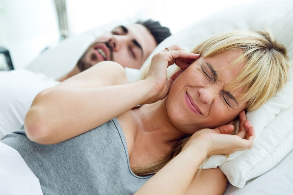 Russare e le apnee notturne sono pericolosi