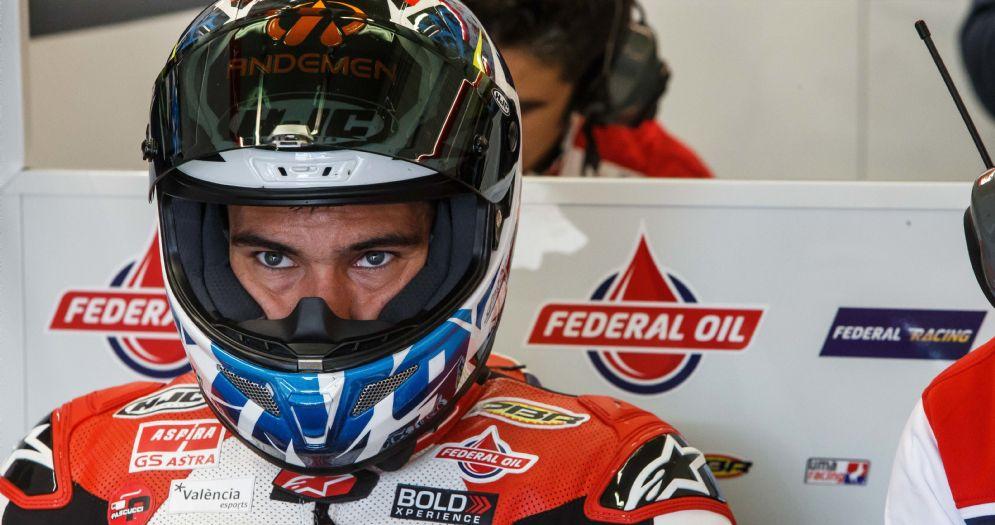 Jorge Navarro nei box del team Gresini durante i test della Moto2 ad Aragon