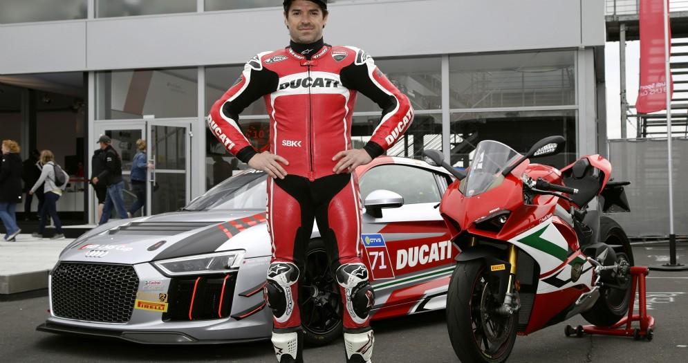 Carlos Checa con la Audi R8 Cup Lms e la Ducati Panigale V4 S