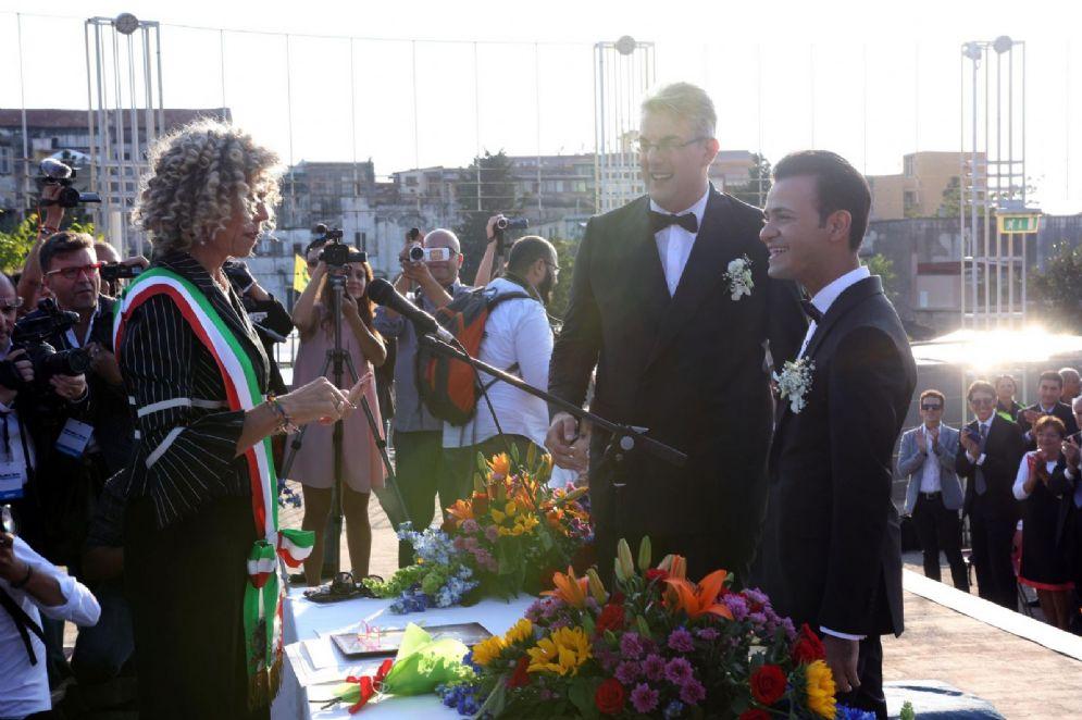 La senatrice Monica Cirrinà celebra le prime nozze gay di un sindaco. 24 settembre 2016