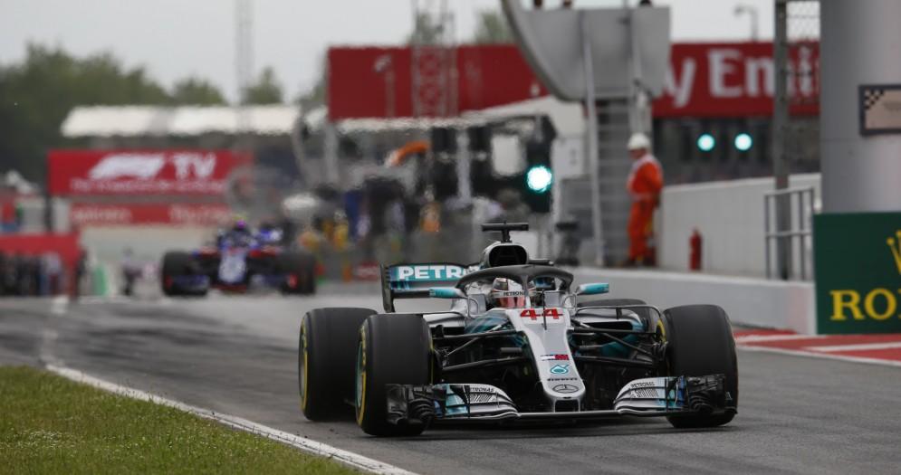 Lewis Hamilton al volante della sua Mercedes durante il GP di Spagna di F1 a Barcellona