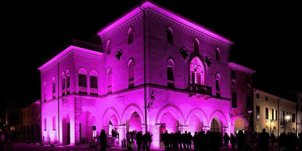 """A San Vito arriva la """"Notte Rosa"""": negozi aperti, festa e concerti aspettando il 101° Giro d'Italia"""