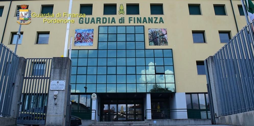 Pordenone, evasione fiscale da 2,2 milioni di euro: imprenditore fatturava consulenze inesistenti