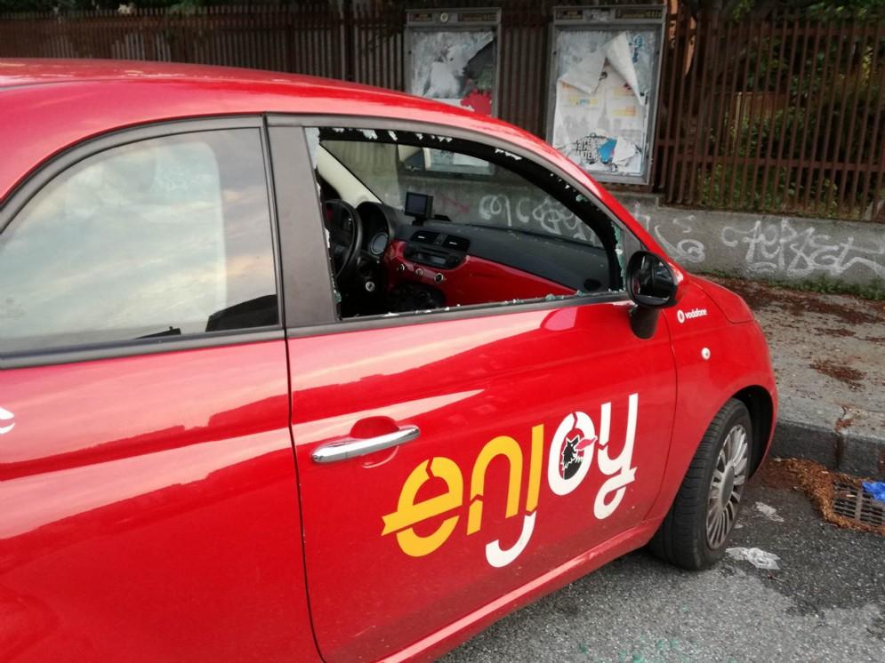 Auto danneggiate in via Montano