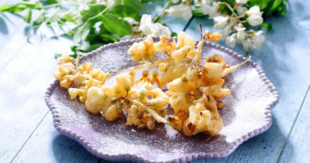 Le ricette di una volta, ecco come preparare i friciulin di fiori d'acacia