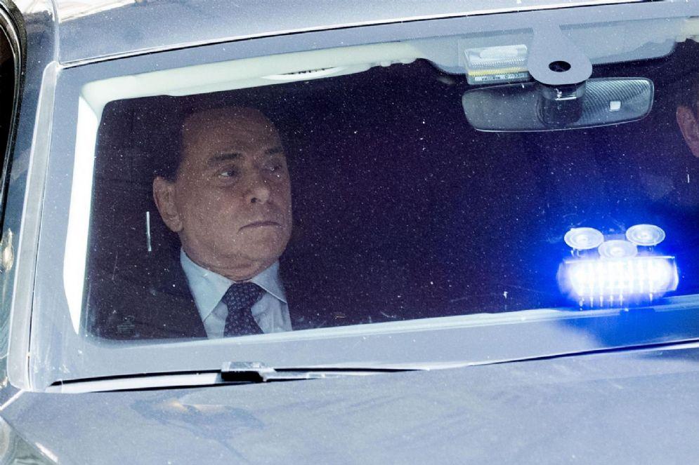 Il leader di Forza Italia Silvio Berlusconi esce da Palazzo Grazioli