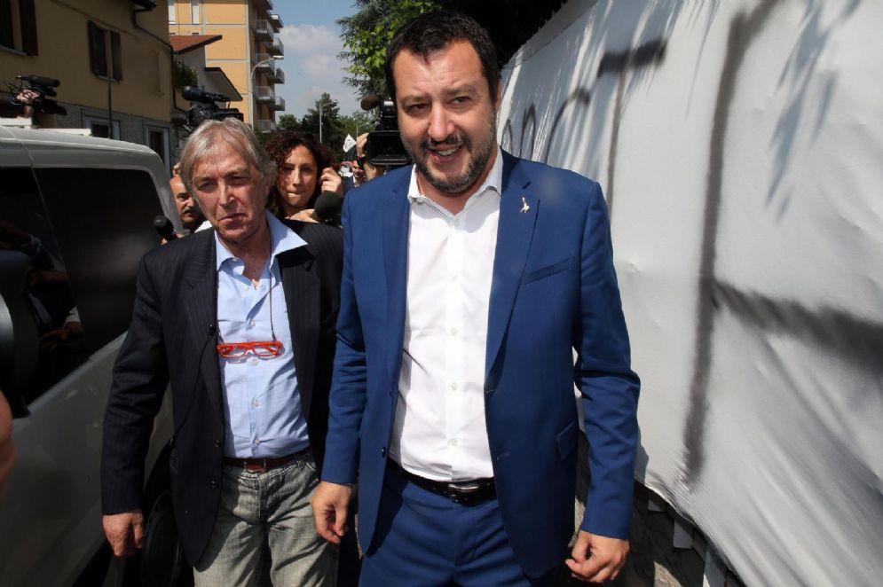 Il segretario della Lega Nord Matteo Salvini incontra l'imprenditore Sergio Bramini nella sua casa di Monza