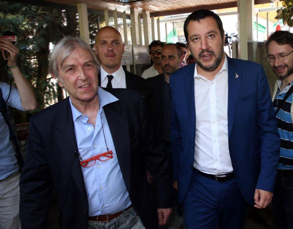 Il segretario della Lega Nord Matteo Salvini incontra l'imprenditore Sergio Bramini nella sua casa di Monza poco prima dello sfratto