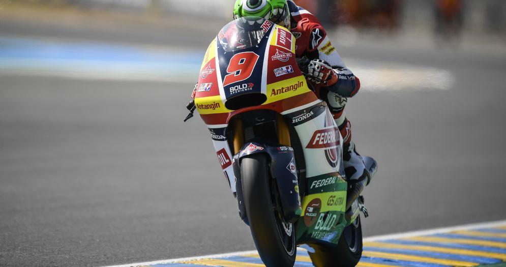 Jorge Navarro in sella alla moto del team Gresini Moto2 nelle prove libere del GP di Francia a Le Mans