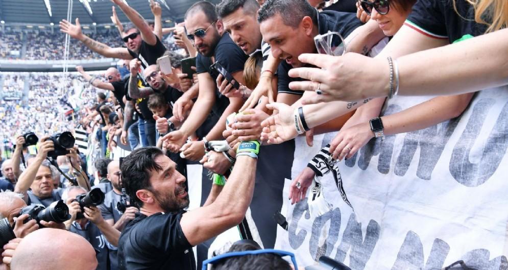 Buffon lascia la Juventus: le immagini del saluto ai tifosi bianconeri