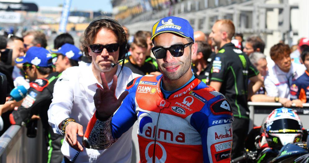 Danilo Petrucci festeggia il terzo posto in griglia di partenza nelle qualifiche del GP di Francia di MotoGP a Le Mans