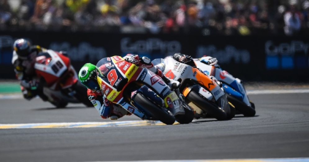 Jorge Navarro in sella alla moto del team Gresini Moto2 durante il GP di Francia a Le Mans