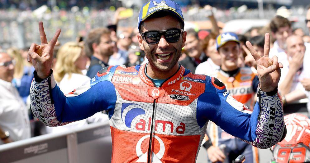 Danilo Petrucci festeggia il secondo posto nel GP di Francia di MotoGP a Le Mans