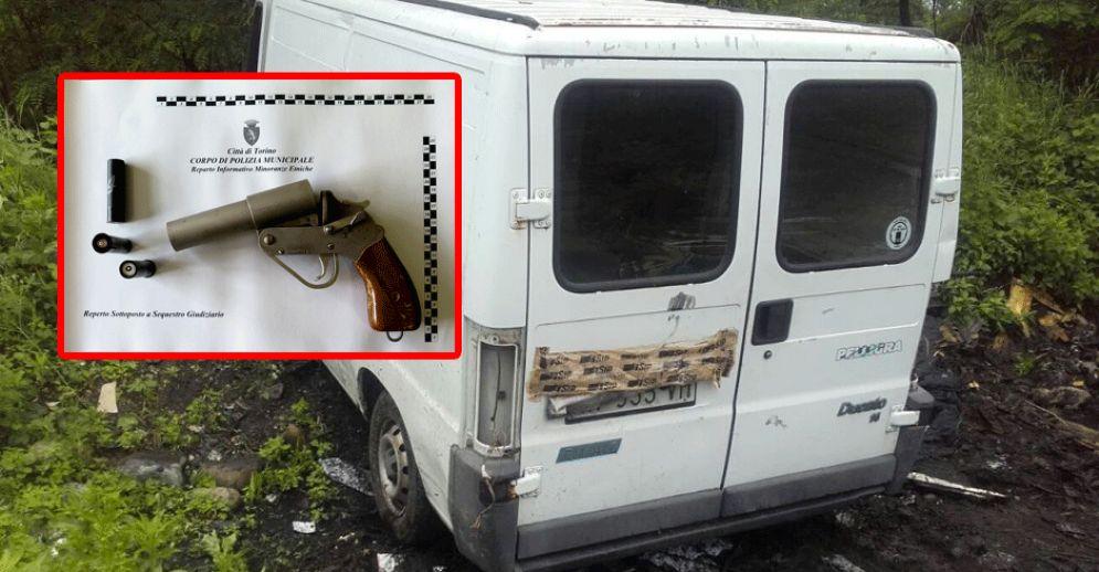Pistole e auto rubate al campo nomadi di strada Aeroporto: blitz della polizia municipale
