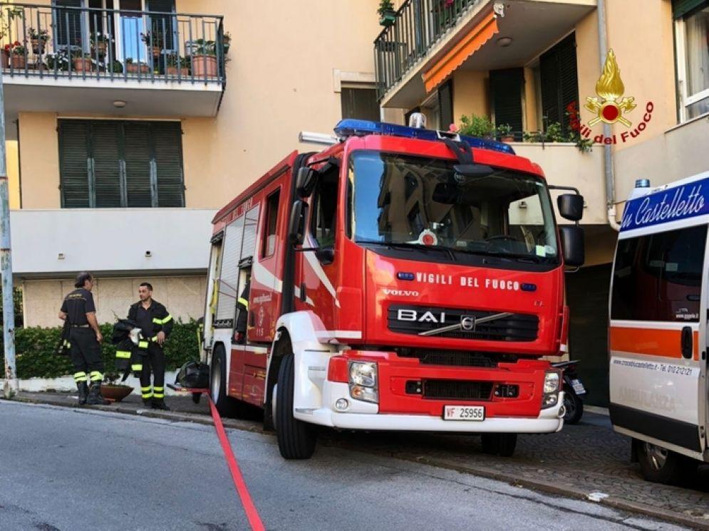 Sono intervenuti i Vigili del Fuoco per domare le fiamme